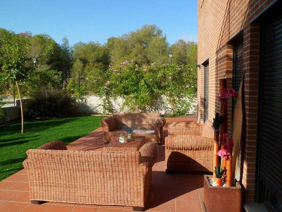 Bajos obra nueva con jardín propio en Rocafort