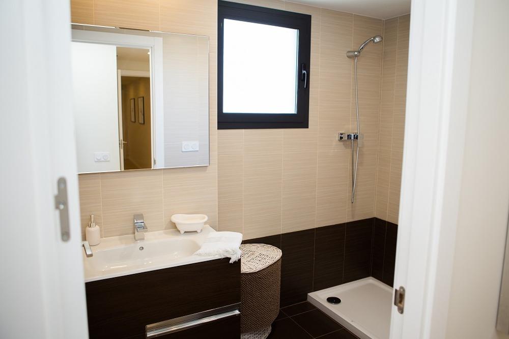 Baño con ducha en pisos obra nueva Rocafort