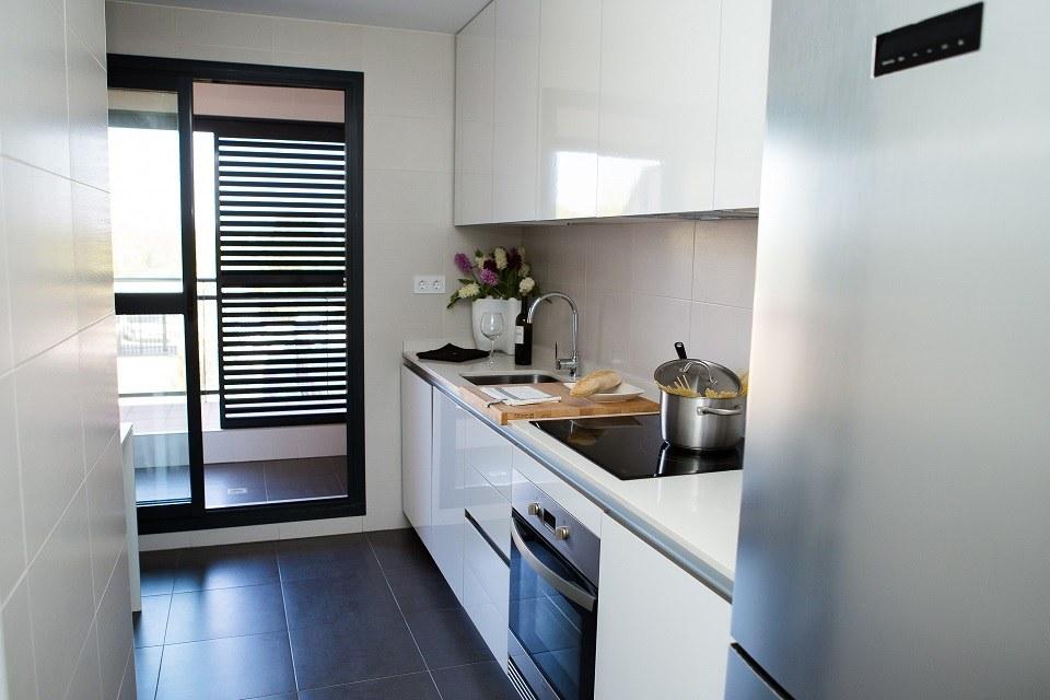 Cocina equipada y de gran capacidad en pisos de obra nueva Rocafort