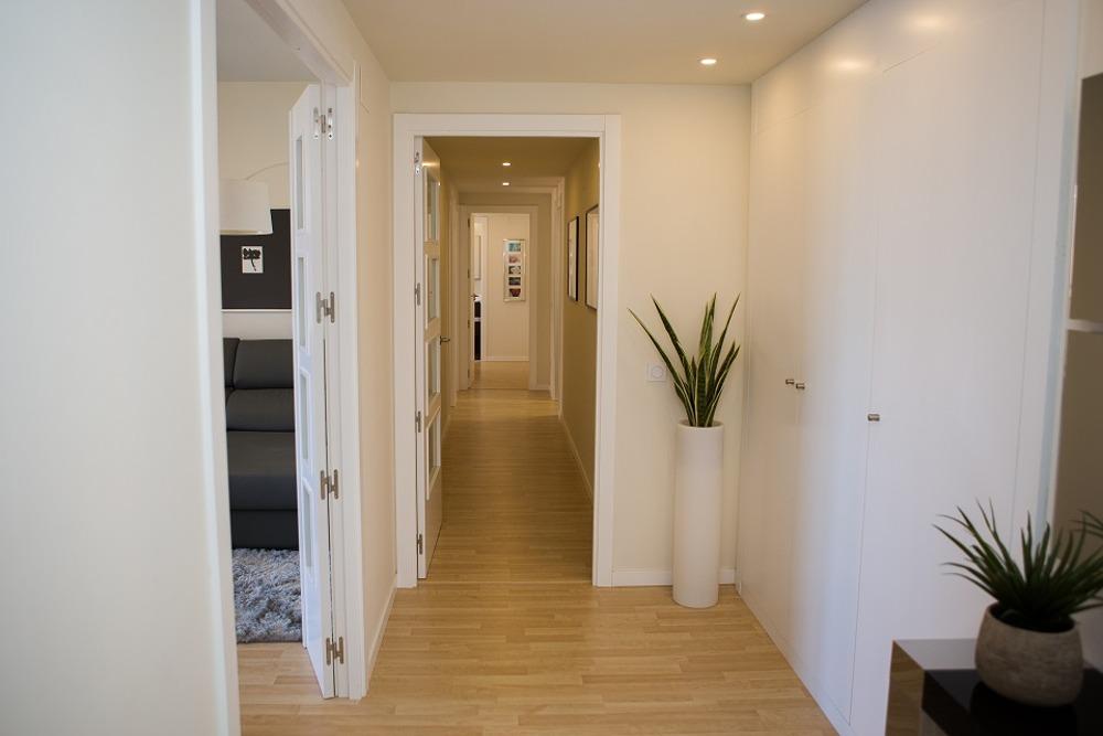 Hall de entrada a nuestros pisos de obra nueva en Rocafort