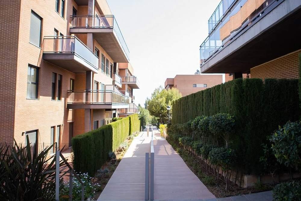 Entrada a nuestas viviendas de obra nueva en Rocafort