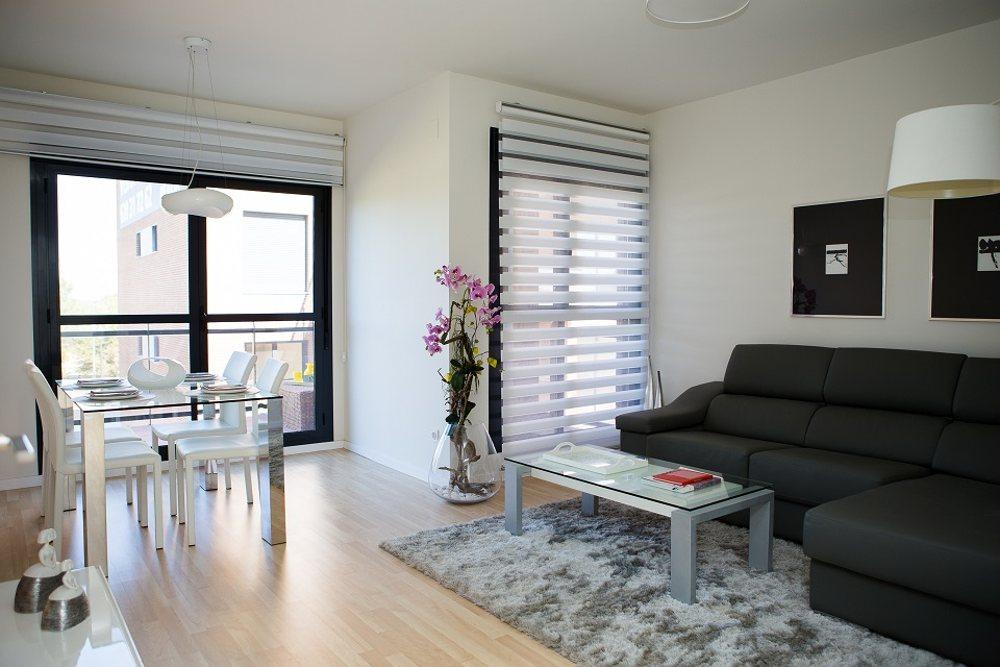 Amplios salones de nuestros pisos nuevos en Rocafort