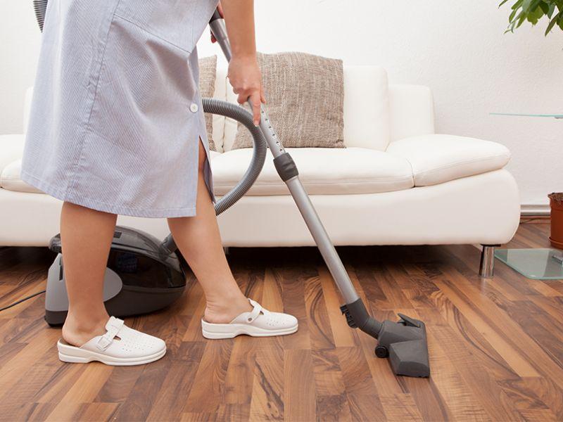¿Qué debo hacer para legalizar a mi empleada de hogar?