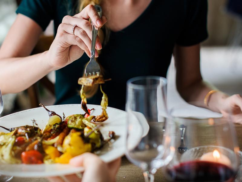 Trucos para sorprender a tus invitadas con tus artes culinarias